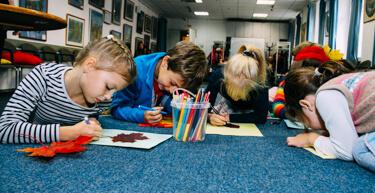 Занятия в детском Фрёбель-клубе Federleicht